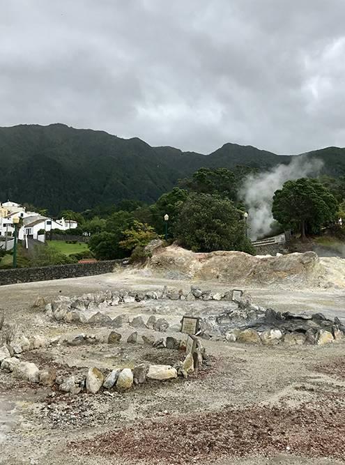 Некоторые кратеры со временем застывают и высыхают