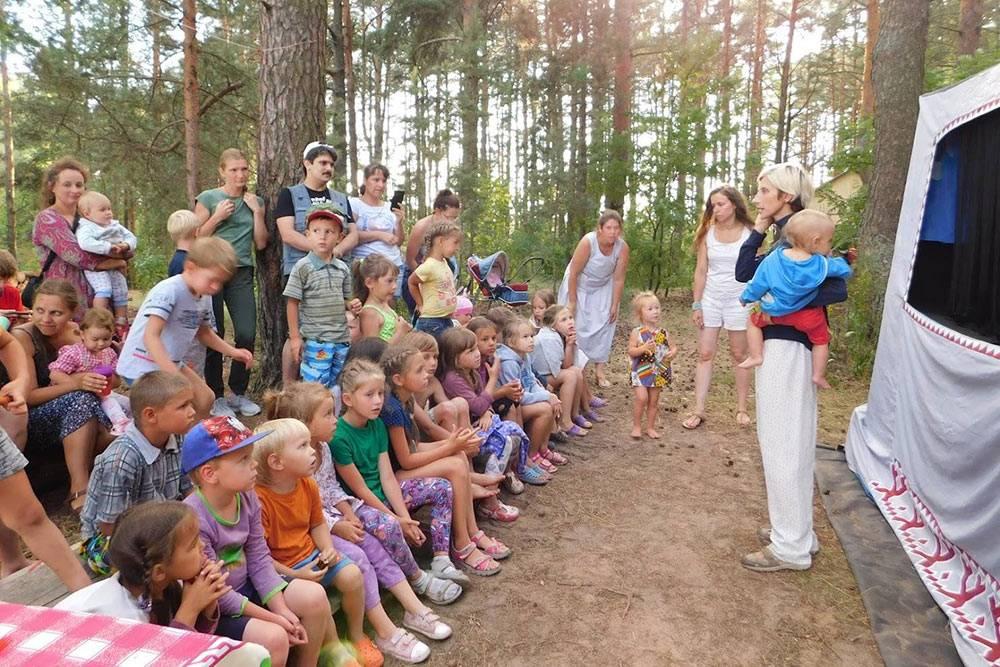 Моя подруга Настя Макарова регулярно проводит музыкальные утренники, а прошлым летом вместе с другими мамами-энтузиастами организовала семейный фестиваль