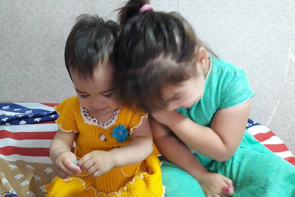 Наши дети — Назгуль и Камилла