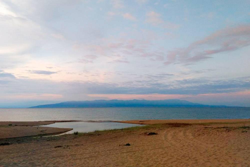 На горизонте виден полуостров Святой Нос. В следующем году я хочу обязательно съездить туда