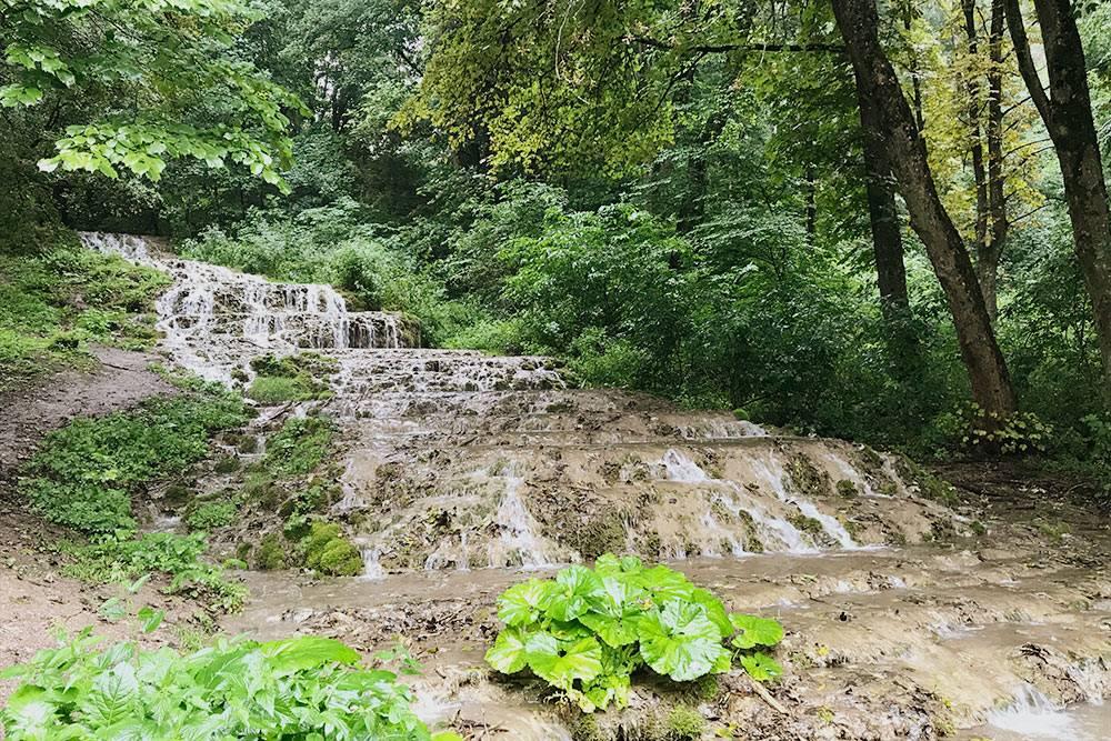 Водопад Фатёл действительно похож на длинную белую фату