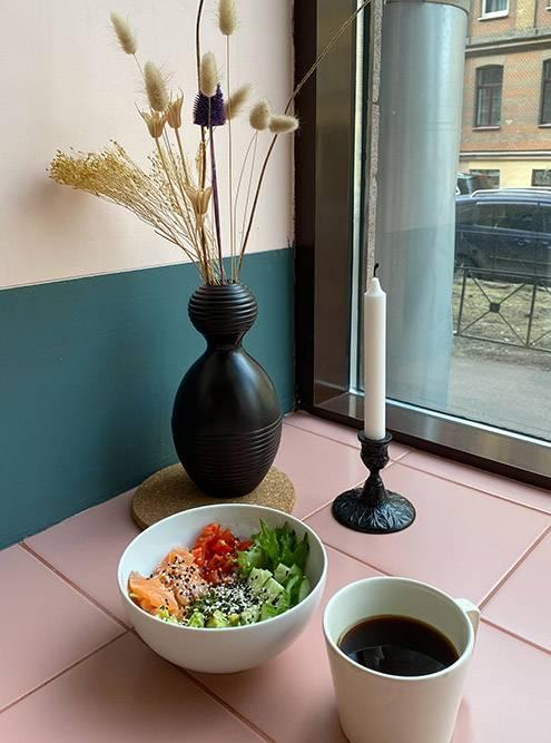 Каждый угол в кофейне выглядит так красиво, что сразу хочется сделать фото для «Инстаграма»