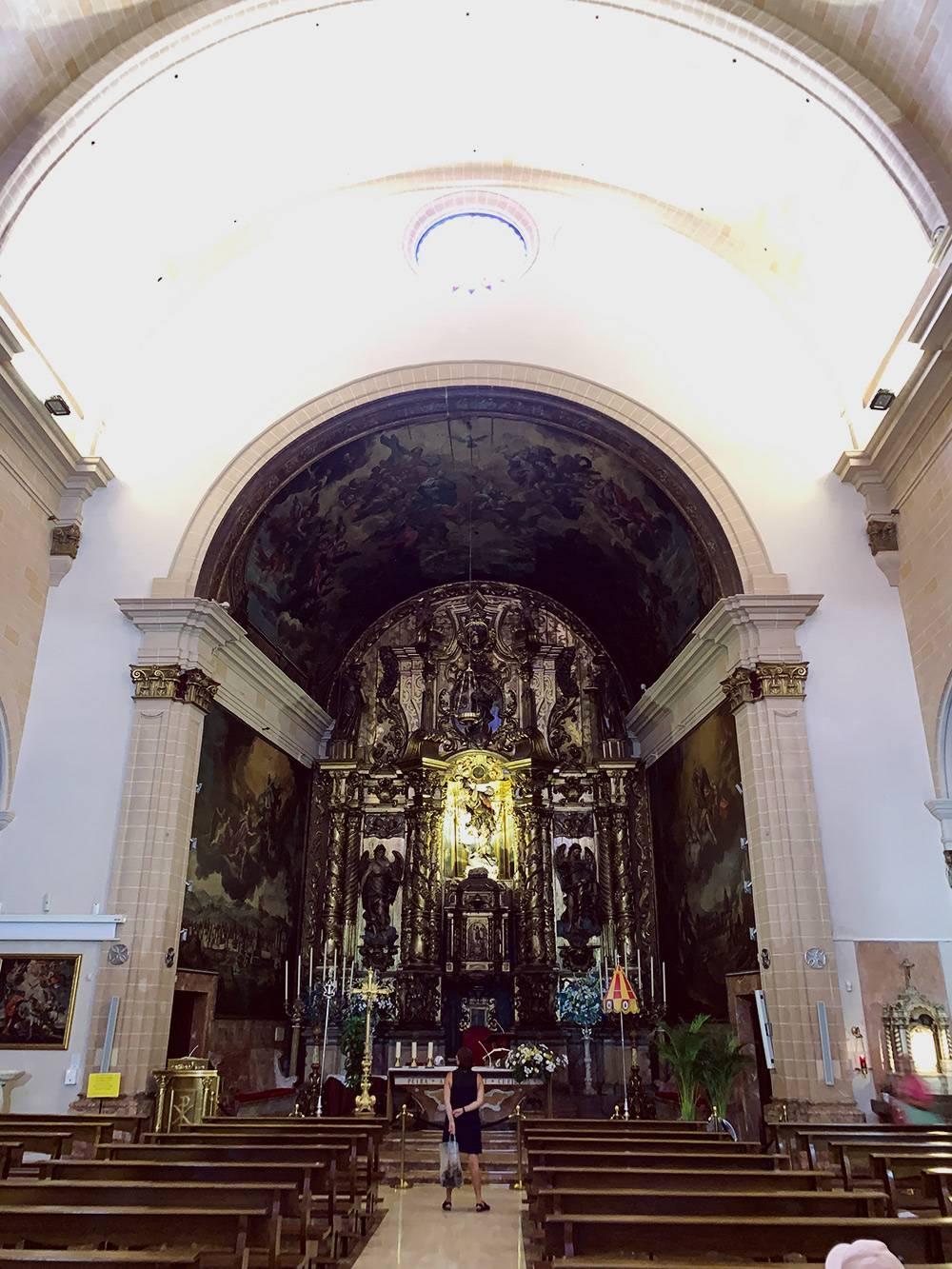 Все церкви на Мальорке бесплатные для посещения. В эту зашли, потому что она названа в честь моего тезки — святого Николая