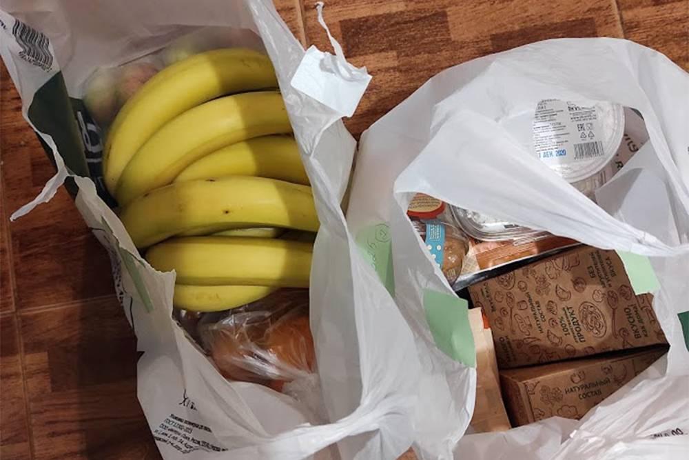 Бананы, яблоки, хурма, пельмени, сметана, творожные шарики, творог, наггетсы, замороженная лазанья, ржаные хлебцы