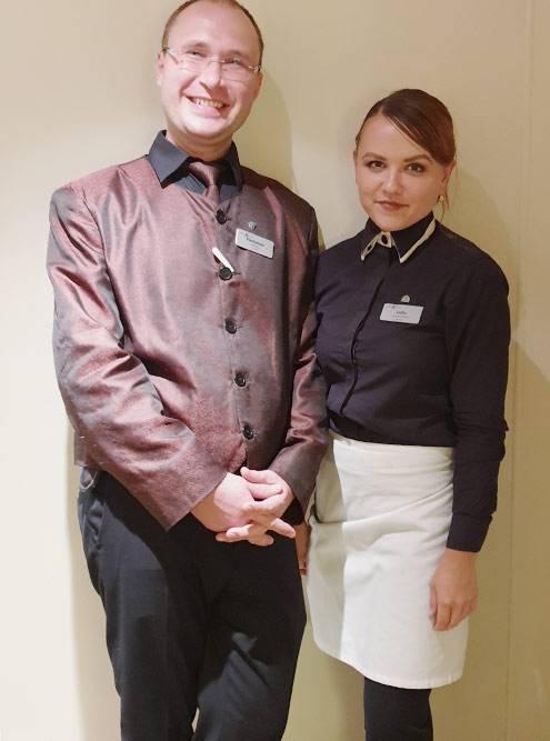 Это мы с молодым человеком в вечерней форме. Вечером я носила черную рубашку и белый фартук