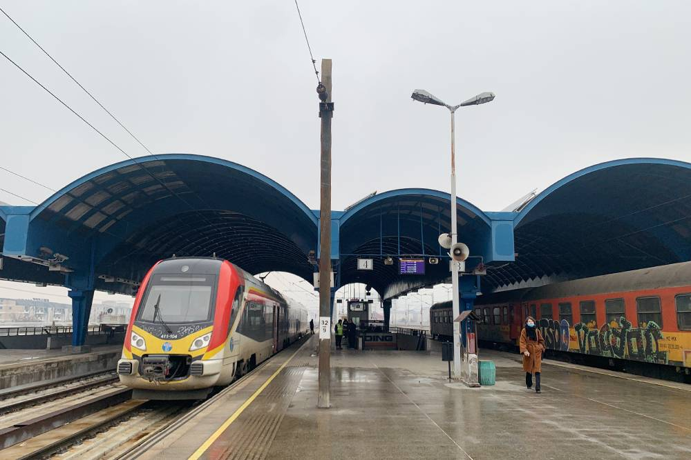 Слева — поезд, который ездит внутри Македонии, справа — старые вагоны. Их становится все меньше