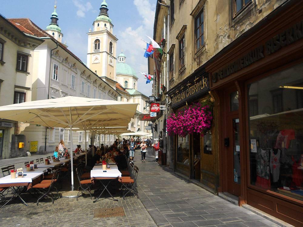 Центр города — пешеходный, здесь много кафе и магазинчиков с сувенирами