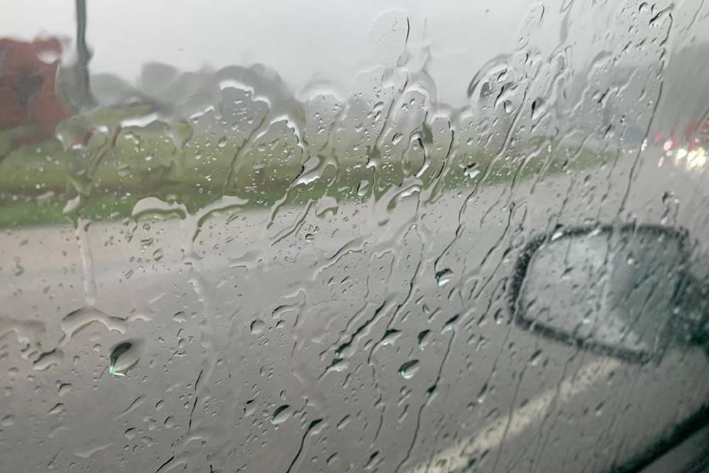 Вид из окна по пути домой поддождем