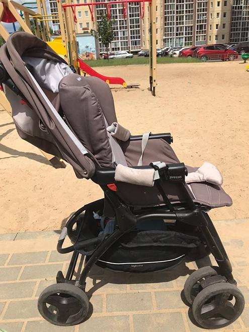 Это прогулочная коляска. В ней можно катать детей в возрасте от полугода до трех лет