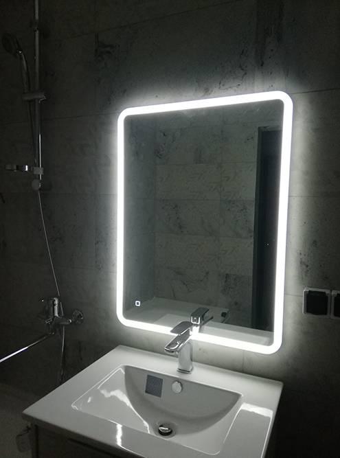 Зеркало — главная достопримечательность моей ванной. Подсветка работает от розетки
