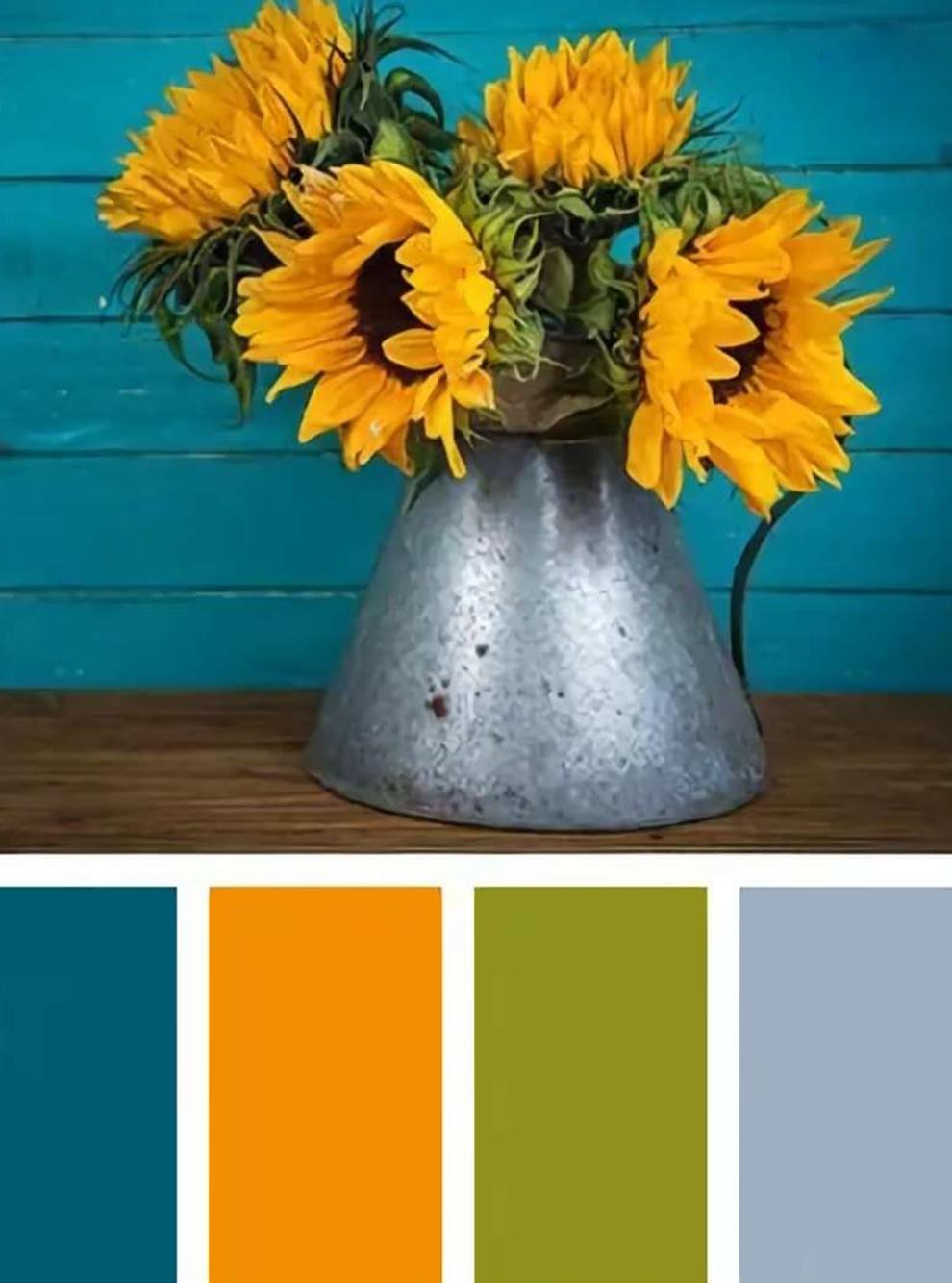 В Пинтересте много картинок, где собраны гармоничные сочетания цветов. Это помогает подобрать палитру, но не всегда самую удачную для конкретного интерьера. У меня вышел прокол с сочетанием голубой — желтый — серый, поэтому цвета пришлось корректировать уже в процессе