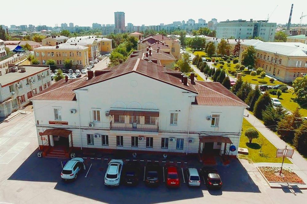 Областная больница — это целый комплекс зданий на большой территории