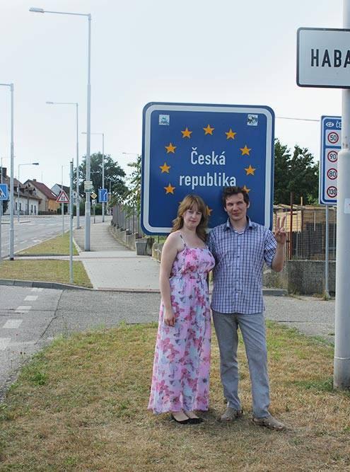 В Европе нет контрольно-пропускных пунктов между странами. Мы узнали, что покинули территорию Польши и въехали в Чехию, только когда увидели дорожный знак
