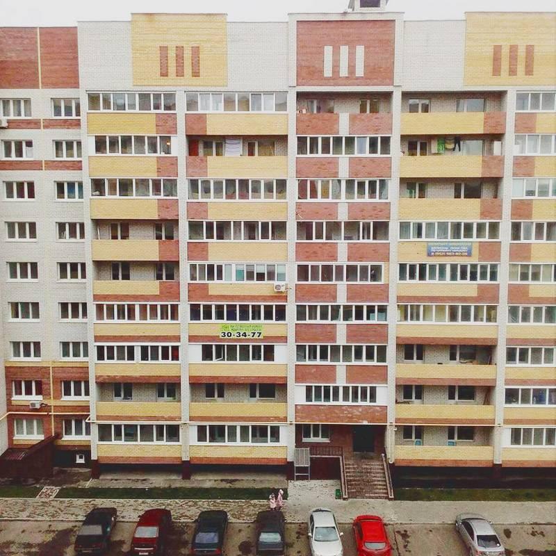 Дом, где живет сестра. В нем еще не все квартиры распроданы. Однушка здесь стоит минимум 1,8 млн рублей