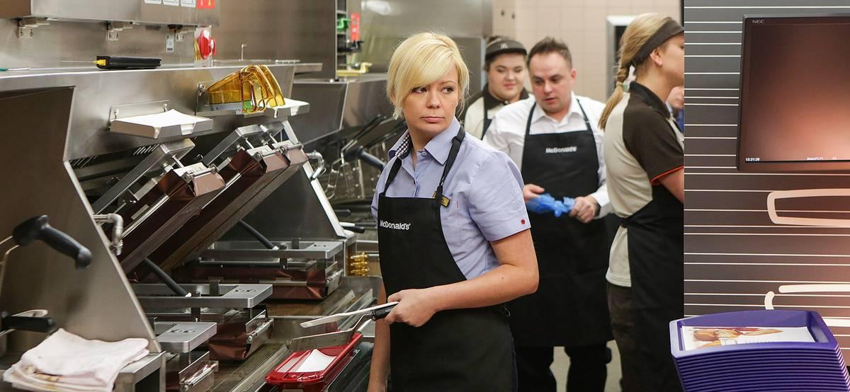 Рестораны массово повышают зарплату своим сотрудникам