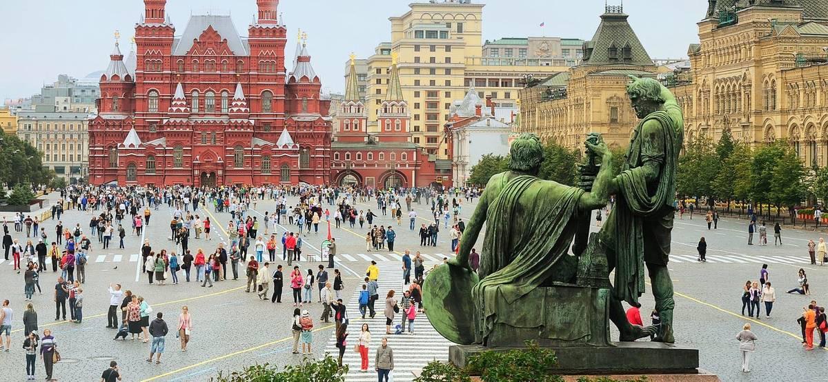 Россия начала выдавать иностранцам визы на полгода
