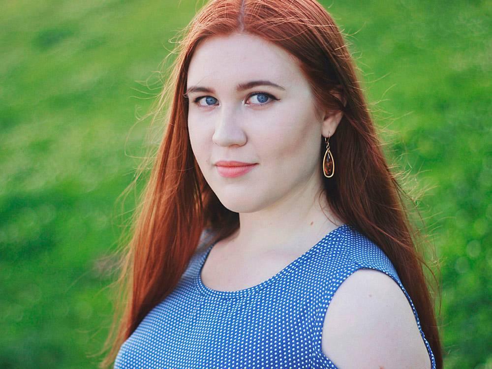 Лиза учится в МГУ на втором курсе биологического факультета. В Москву приехала из Саратова