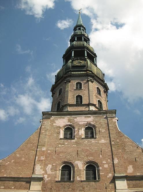 Высота колокольни — больше 40 этажей