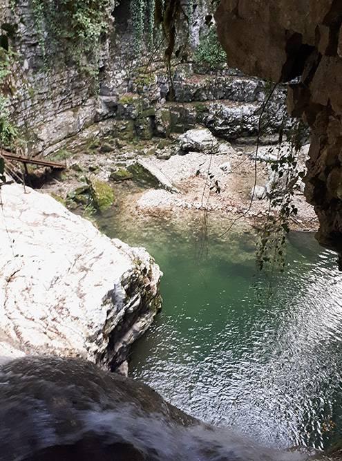Потоки воды были не очень сильные, поэтому я смог сделать фото водопада сверху