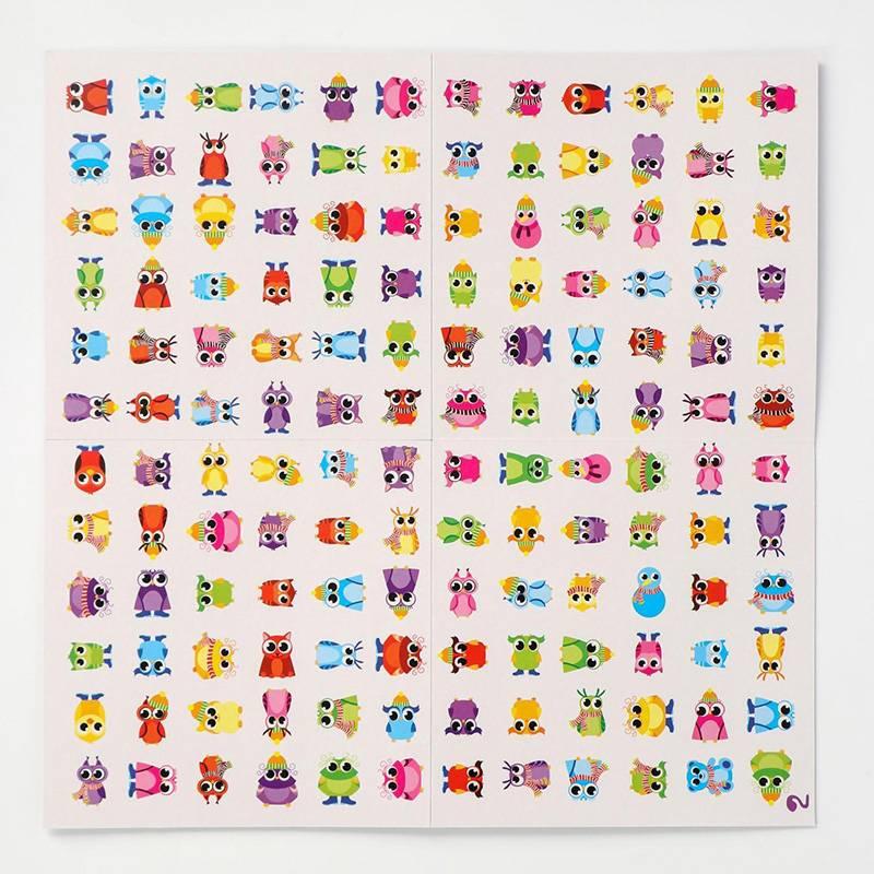 В этой игре нужно кинуть три кубика, каждый из них обозначает форму совы, ее цвет илипредмет одежды. Например, поищите одетого в сапоги красного совенка с кустистыми бровями