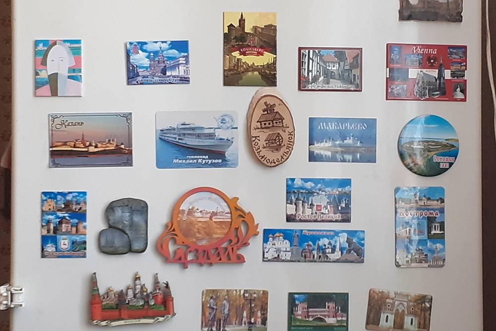 С 2016по 2019год я хорошо попутешествовала: посетила Питер, Калининград, Москву, Австрию, Германию, поплавала на теплоходе по Волге — тогда мы останавливались в некоторых городах Золотого кольца. На холодильнике висят магниты в память об этих приключениях