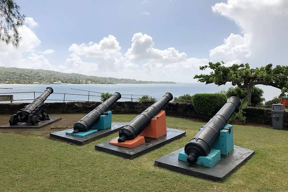 А это уже другой форт на Тобаго — Гранби. В 18 веке на острове была база пиратов. Если верить нашему водителю, из этих пушек пираты отстреливались от британцев
