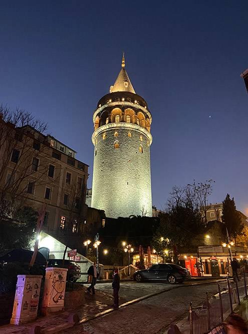 Галатская башня в Стамбуле — отсюда человек впервые совершил полет на параплане