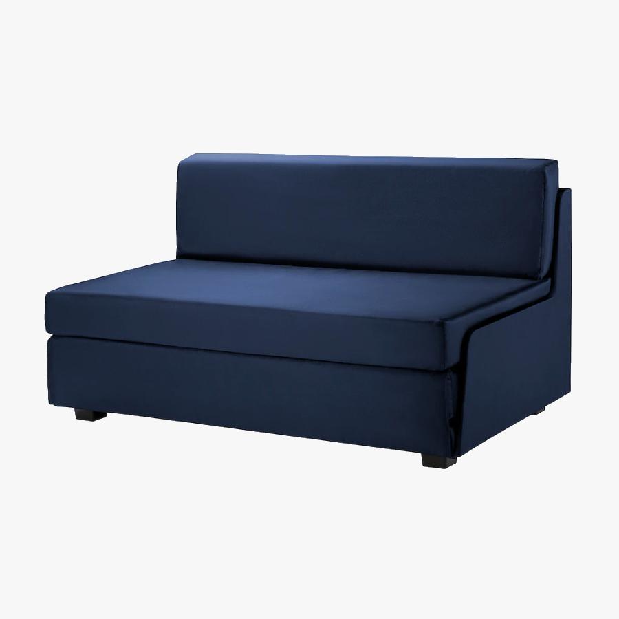 Если диван разложить, он превращается в полутораспальную кровать. Источник: «Икея»