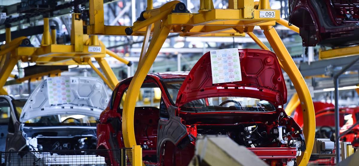 Акции Ford выросли после объявления о собственном производстве батарей