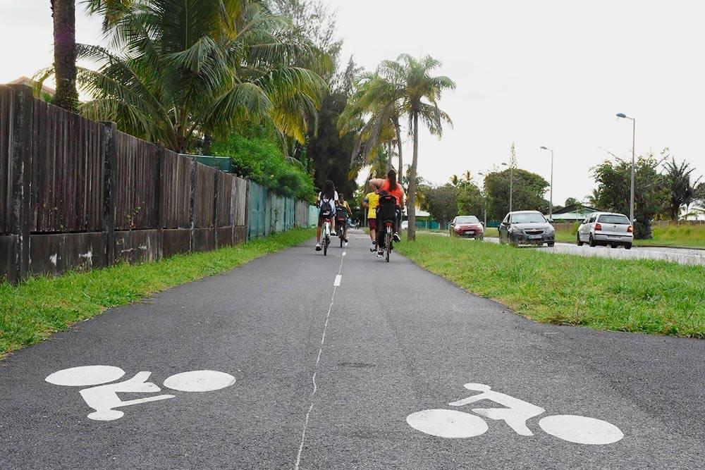 Велосипедная дорожка проходит вокруг всего городка