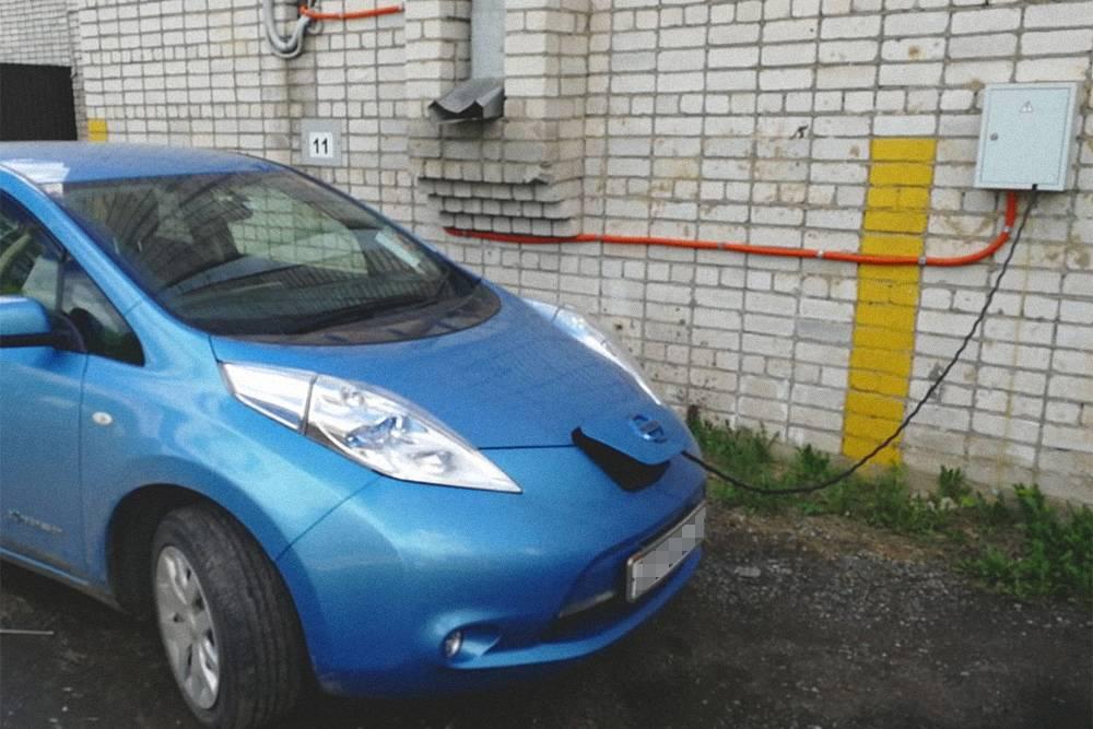 Так свой электромобиль заряжает мой знакомый в Казани