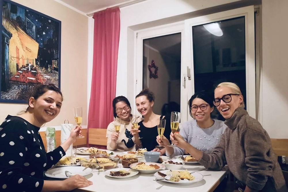 Мы с одногруппниками устраивали вечера национальных кухонь и весело проводили время