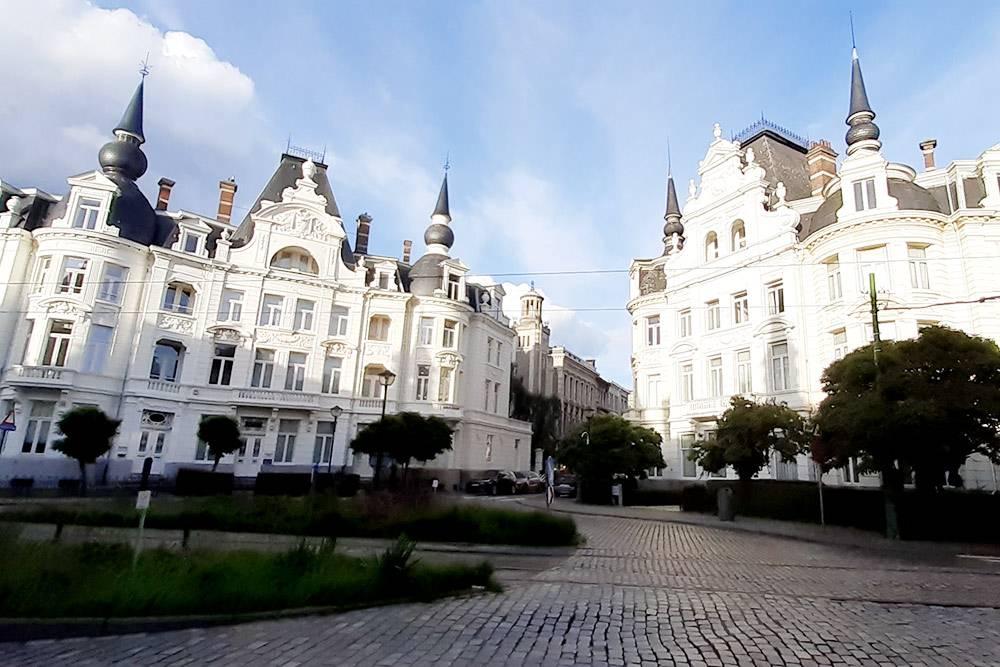Так выглядит самый престижный район Зуренборг. Сам по себе он ничем не примечателен, просто в какой-то момент богатые жители Антверпена стали покупать себе дома именно там
