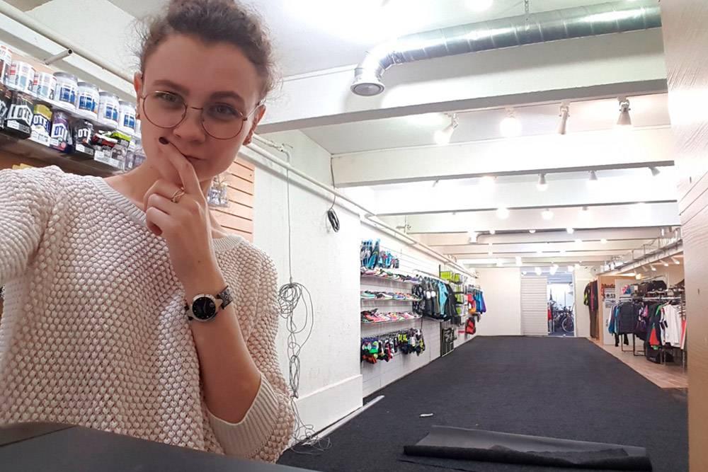 Сейчас сестра моей жены Ксения — исполнительный директор магазина. Она управляет бухгалтерией, финансами, заказом товаров и персоналом