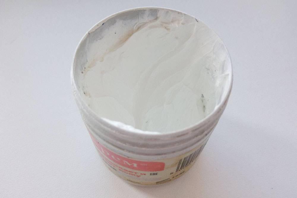 В «Судокреме» содержится цинк — он подсушивает и заживляет опрелости. Крем очень густой и смывается только мылом