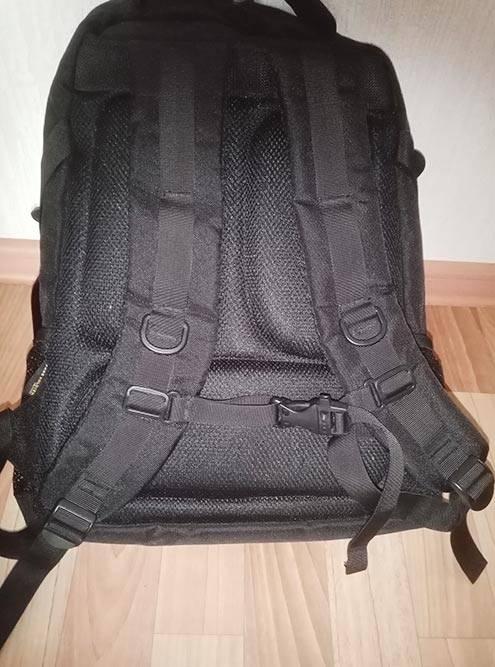 Так выглядит грудная стяжка — это прочный ремешок между лямками, чтобы тяжелый рюкзак не сваливался