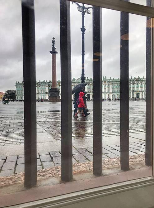На мой взгляд, плохая погода в Петербурге бывает не чаще, чем в любом другом городе на севере России