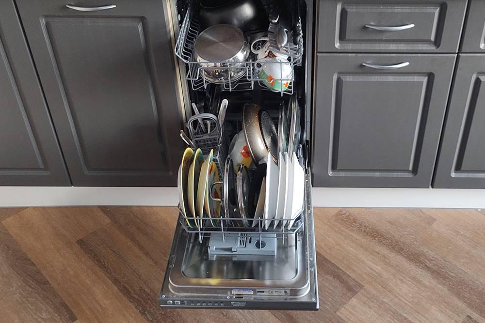 Две кастрюли, сковорода, полтора десятка тарелок и чашек, столовые приборы — реальная вместимость. Процесс загрузки — тетрис длявзрослых