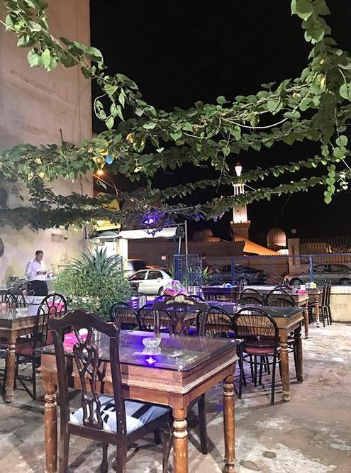 Местное кафе Syrian palace в Акабе. Выглядит скромно, но еда выше всяких похвал