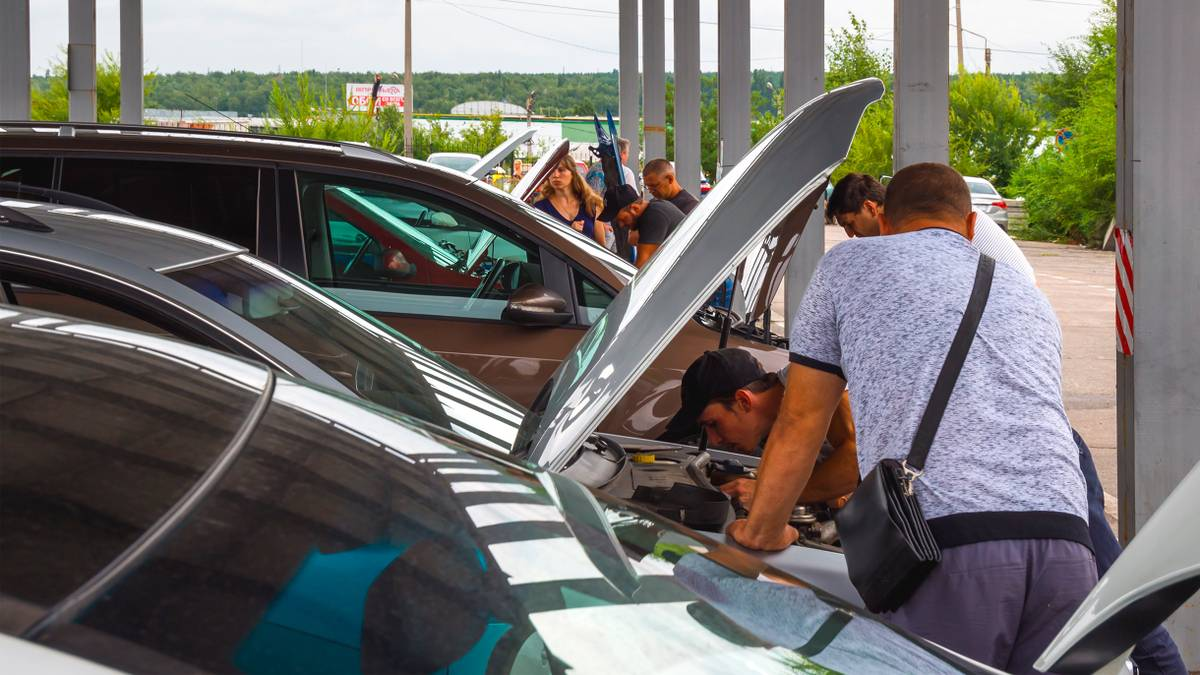 С 29 августа 2020 года автомобили можно регистрировать в МФЦ. Но не в любом