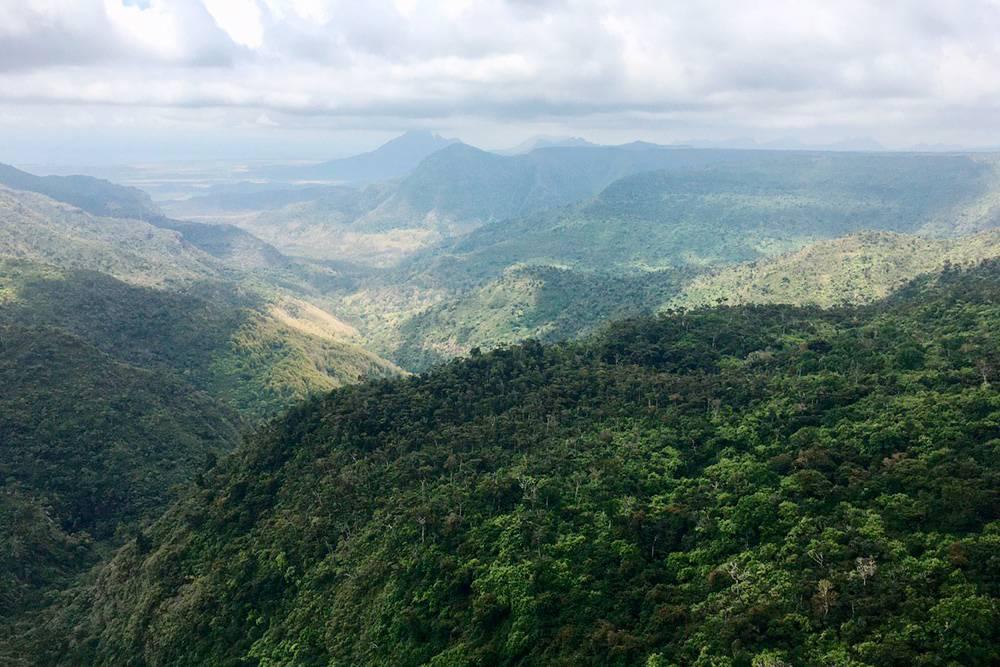 На территории национального парка «Блэк-Ривер-Горжес» проложены пешие маршруты протяженностью более 60 км. Идеальное место для любителей трекинга