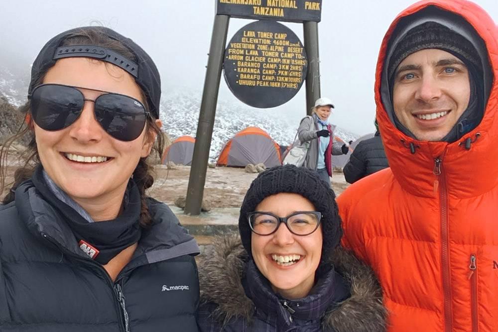 Это Белла изАвстралии и Бен изСША. Хорошие ребята, с ними было приятно провести целую неделю насклонах Килиманджаро