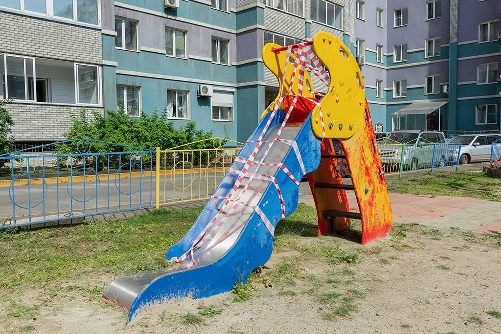 Починить сломанную горку на детской площадке должны за 5 дней