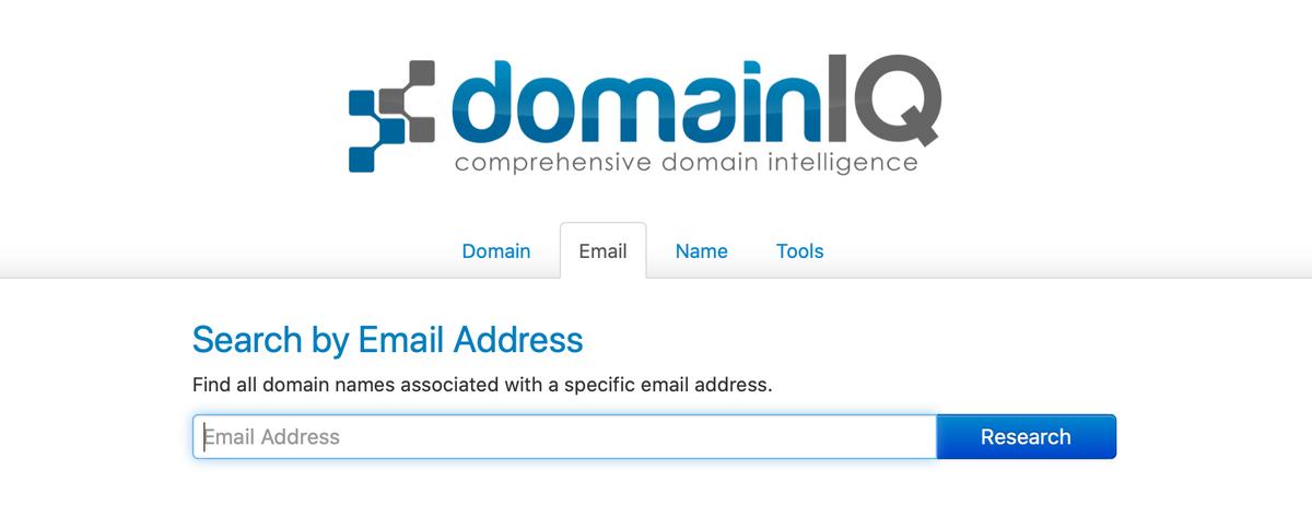 Чтобы найти сайты поадресу электронной почты наDomainIQ, надо перейти вовкладку Email