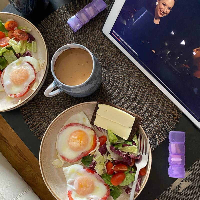 Сегодня на завтрак салат и яйца в перце