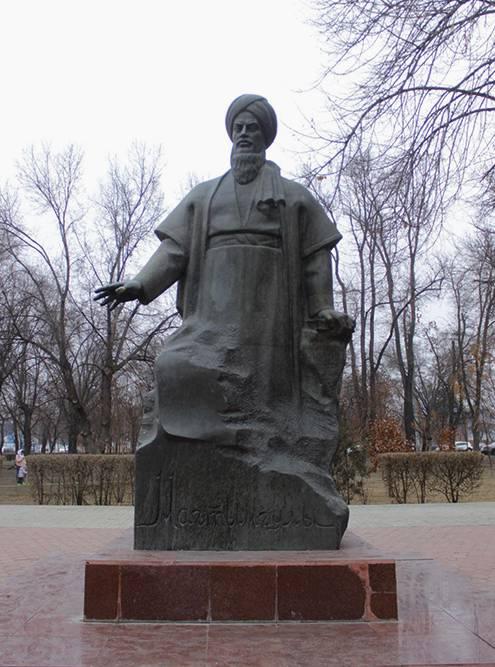 Памятник туркменскому поэту Махтумкули Фраги