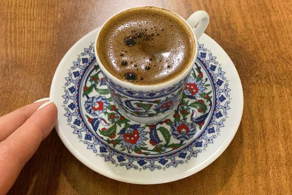 Стамбульская эстетика: расписная чашка и плотная кофейная пенка