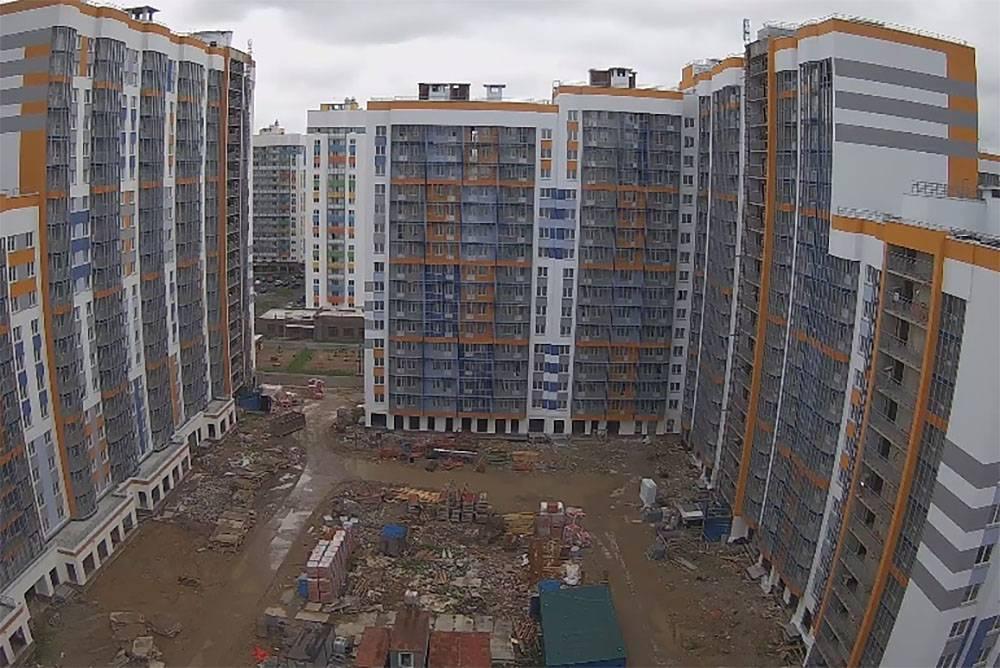 Один из дальних балконов скоро будет нашим