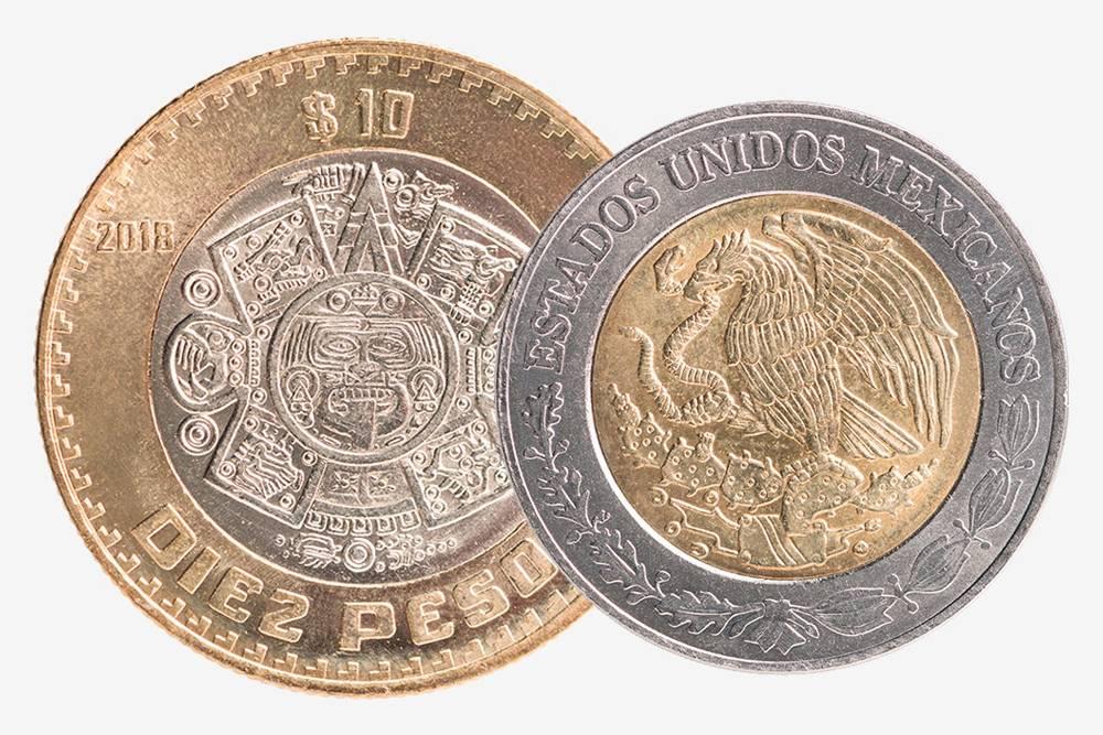 Монеты в 10 и 5 песо. На десятке изображена часть карты ацтеков, а на пятерке — часть флага Мексики