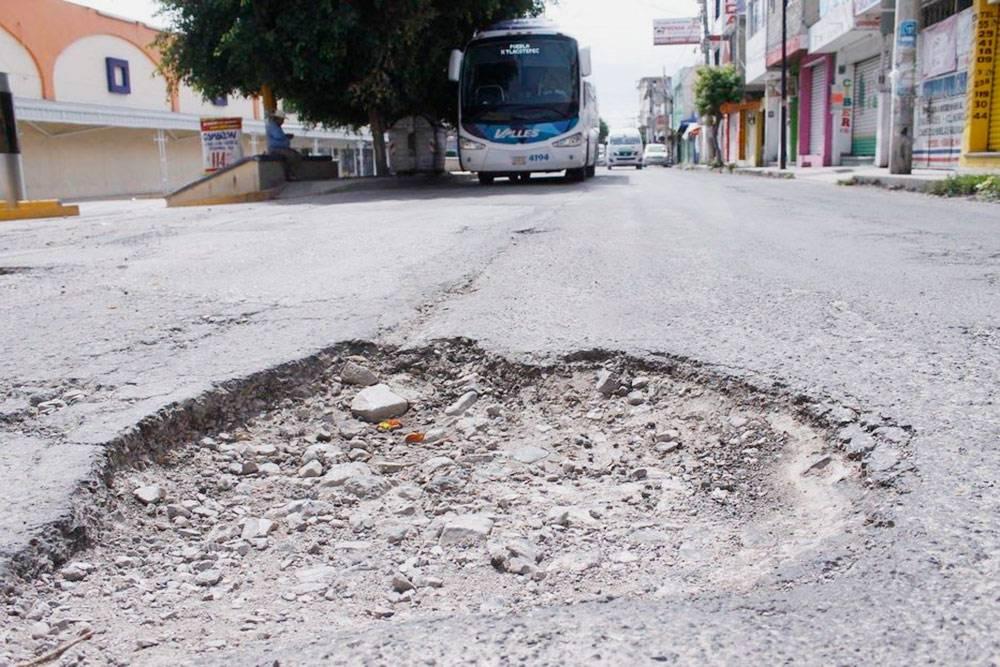 Обычное состояние многих дорог в Мехико